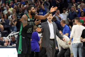 2c20526567e6 Kyrie Irving confronts Gordon Hayward over final shot in loss Celtics ...