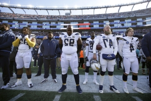 Moment of silence for Chargers DL Brandon Mebane