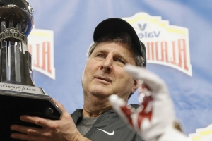 Mike Leach really does want to teach a class on football and warfare