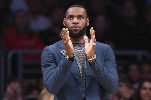 LeBron James to Be Re-Evaluated Wednesday, Lakers Optimistic