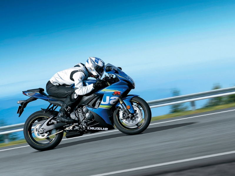 Motorcycles: Suzuki Signs The GSX-R750's Death Warrant