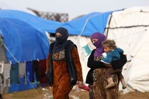 Over 2,000 evacuated from final Syria IS holdout