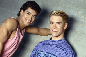'Saved by the Bell' stars Mario Lopez and Mark-Paul Gosselaar re-create '90s pic