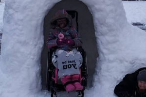 Dad builds wheelchair-accessible igloo for his children with special needs