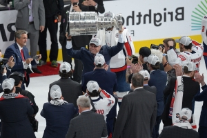 d4e8fe4c496 Capitals star Ovechkin makes sure ex-coach Trotz enjoys tribute...
