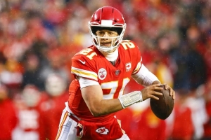 REPORT: Patrick Mahomes Expected to Sign Record $200 Million Contract When He Becomes Free Agent