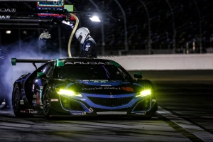 Rain causes red flag in Rolex 24 with just over 7 hours remaining