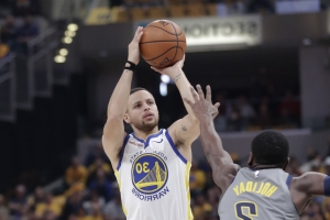Curry's hot hand sends Warriors past Pacers for 11th in row
