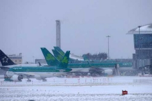 Dublin Airport drops close to -6C as Met Eireann extreme ice and snow weather warning grips Ireland