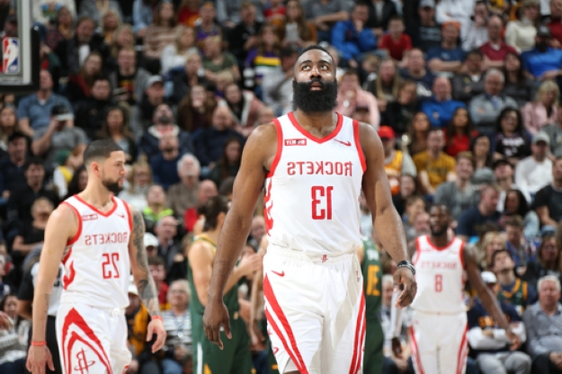 817d6dbec300 Sport  Harden (43 points) tops 30 for 26th game in row