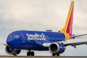 Southwest plane turns around after cabin pressure issue causes passenger's ears to bleed