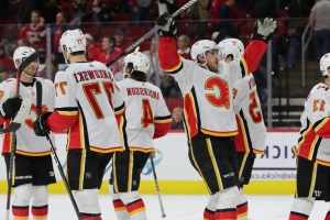 Watch: Lindholm mocks Hurricanes' celebration after Flames' win