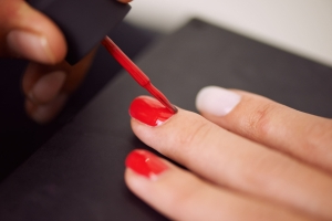Why You Should Start Getting Waterless Manicures