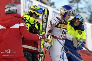 With retirement near, Vonn crashes in super-G at worlds