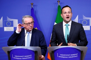 Juncker and Varadkar show off 'thank you card from Irish family' that declares: 'For the first time ever, Ireland is stronger than Britain thanks to the EU'