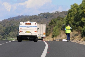 Cyclist dies after being hit by a truck on the Federal Highway at NSW and ACT border