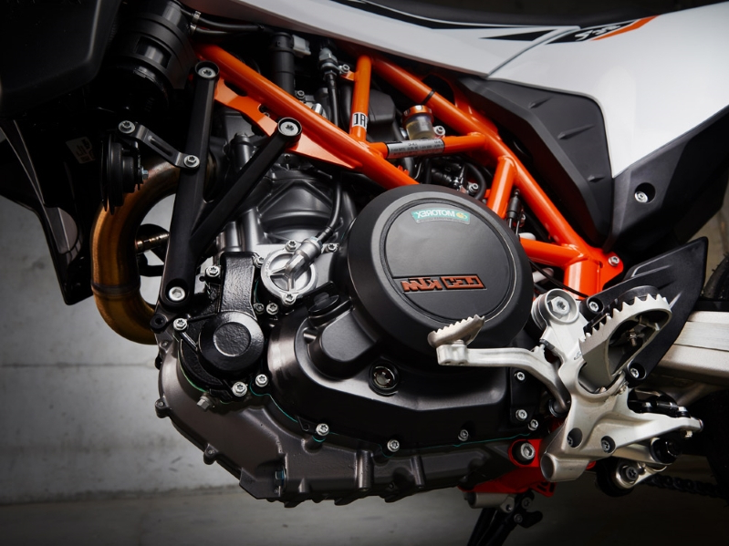 2019 KTM 690 SMC R First Ride