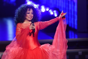 Diana Ross steals the stage at the Grammys