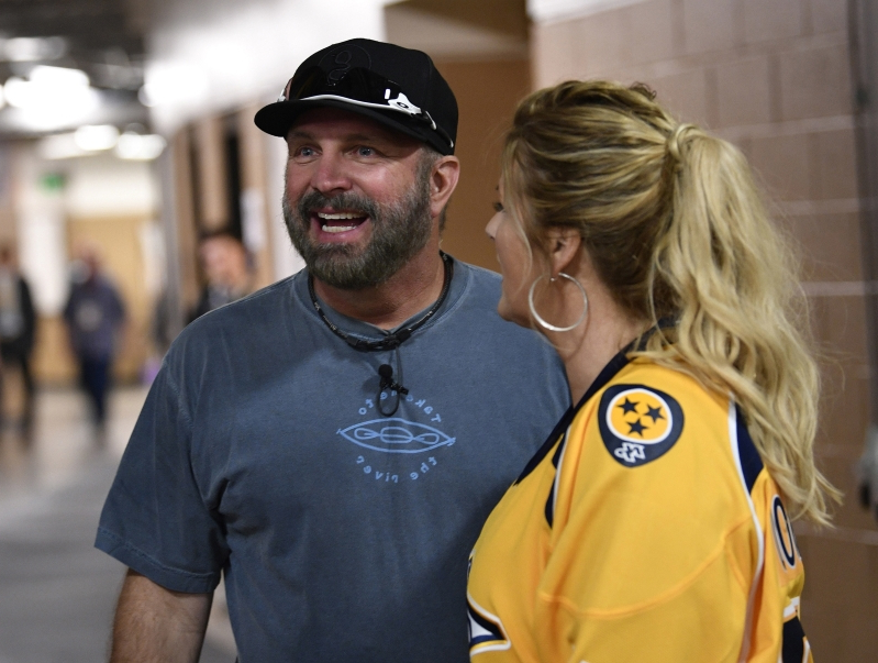16d4fae5c0ad70 Sport: Garth Brooks to work out with Pirates in spring training ...