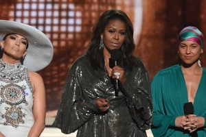 Grammy Awards : Lady Gaga et Drake récompensés, Michelle Obama en invité surprise