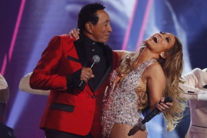 Jennifer Lopez's Motown Grammys Tribute Has Viewers Confused