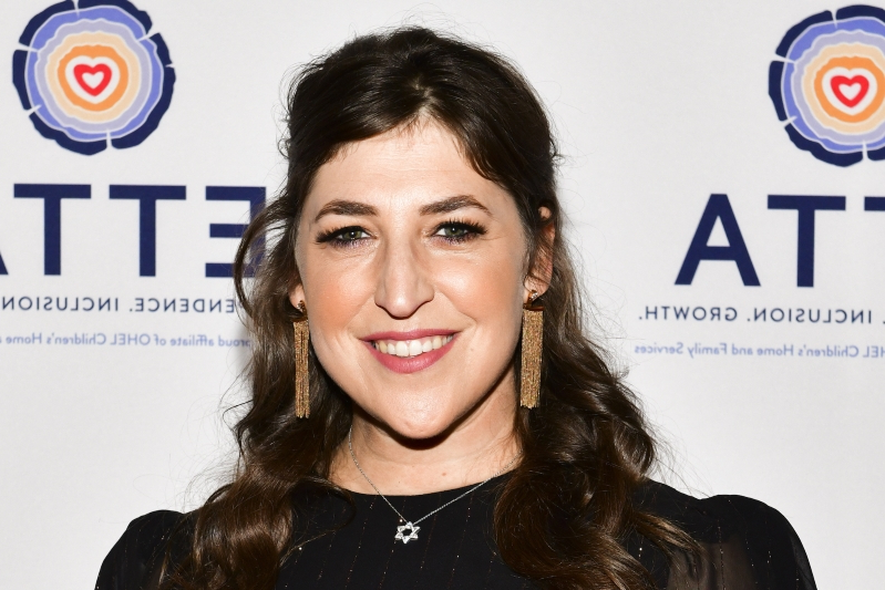 Mayim Bialik Slams Rude United Airlines Flight Attendant: 'Maybe She Just Doesn't Like The 'Big Bang Theory""