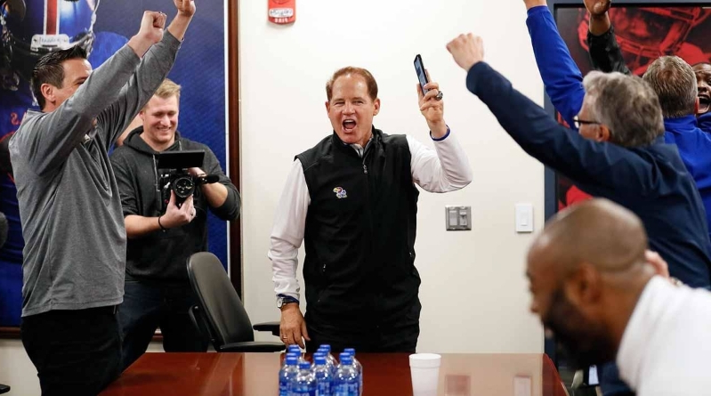 Is Les Miles Ready for the Hardest Job in College Football?