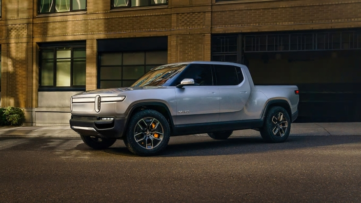 News: Amazon, GM in talks to invest in electric pickup maker