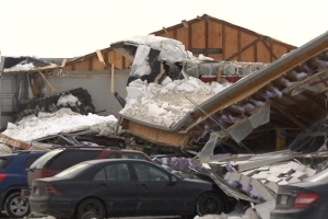 Snow, ice buildup causes roofs to collapse in central Quebec