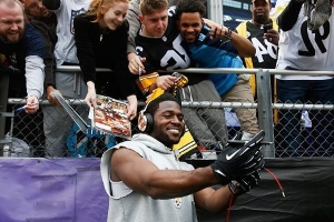 Antonio Brown uses social media to force his way out