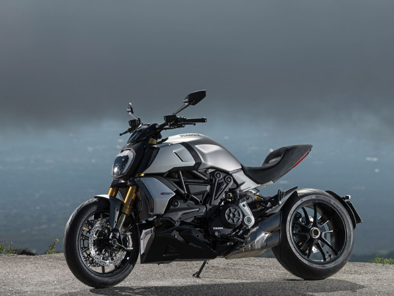 Ducati Extremes—Diavel 1260 And MIG-RR
