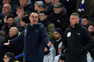 Maurizio Sarri isolated at Chelsea after fans turn on him