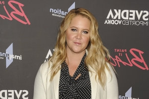 Pregnant Amy Schumer Hilariously Joins Mardi Gras Practice in New Orleans