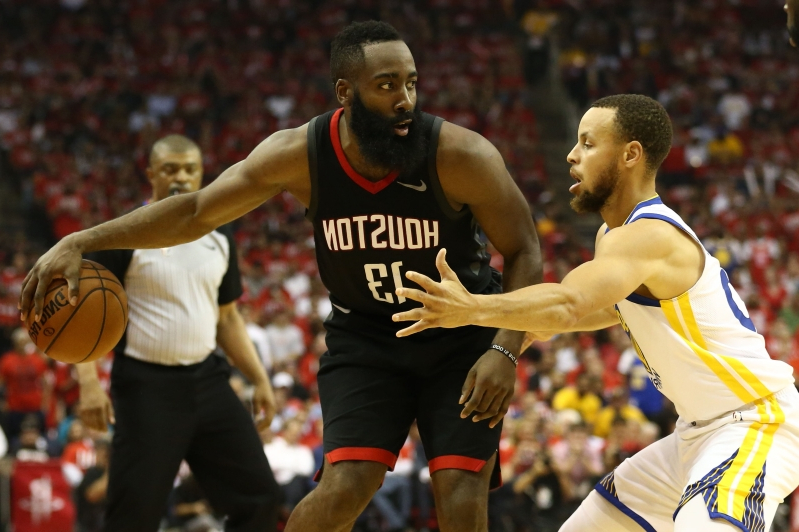 c8ded5081a92 Sport  Watch  Stephen Curry caught on hot mic dishing on James ...