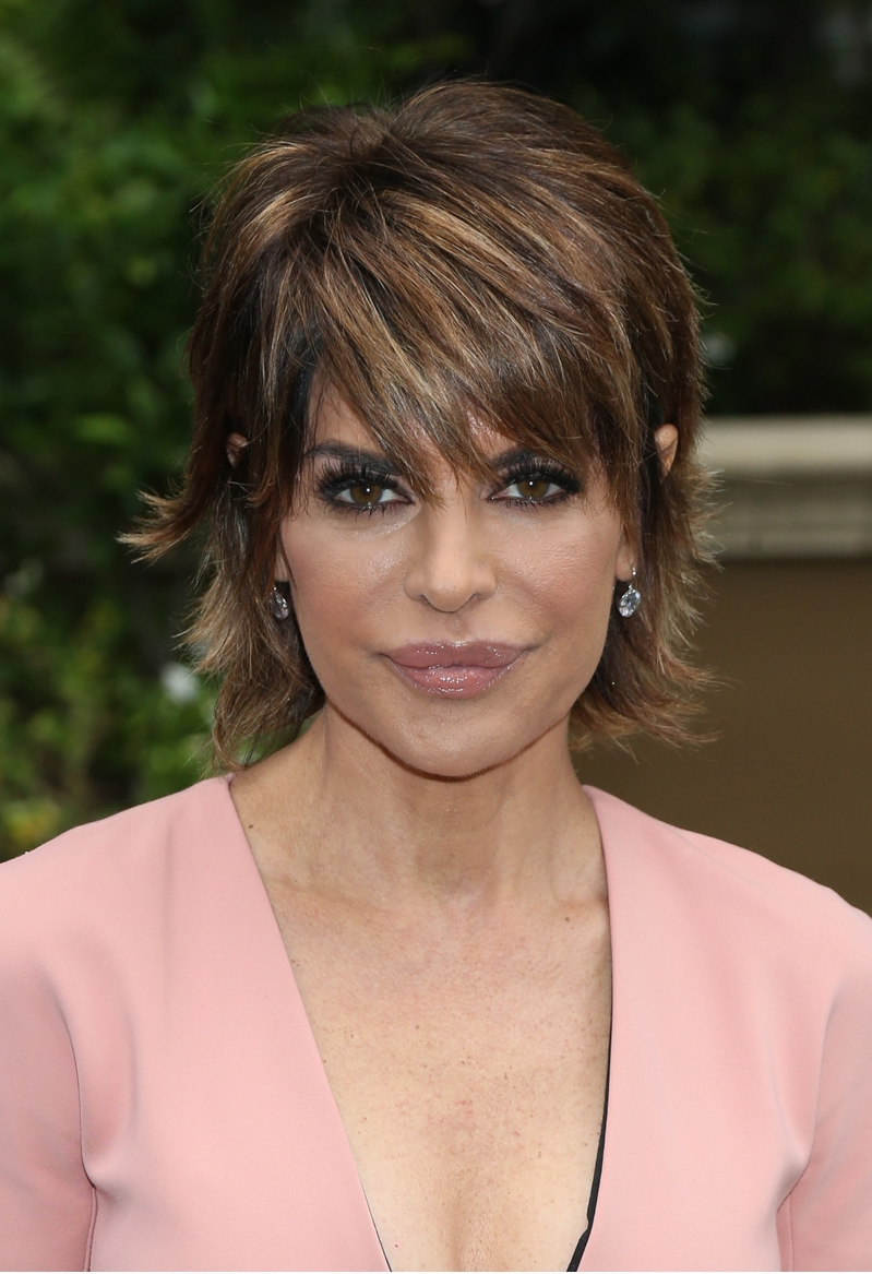 Entertainment  Lisa Rinna dons wig 46ae33f403fd