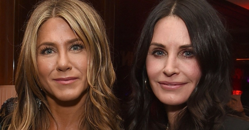 Courteney Cox Reveals What Happened During Jennifer Aniston's Birthday In-Flight Emergency