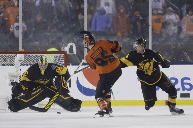Giroux scores OT winner to lead Flyers past Penguins 4-3