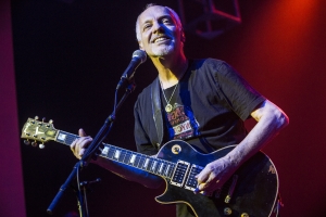 Peter Frampton Reveals He Suffers from Rare Muscular Disease as He Announces Farewell Tour
