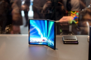 "TCL shows off flexible displays and ""DragonHinge"" technology at MWC"