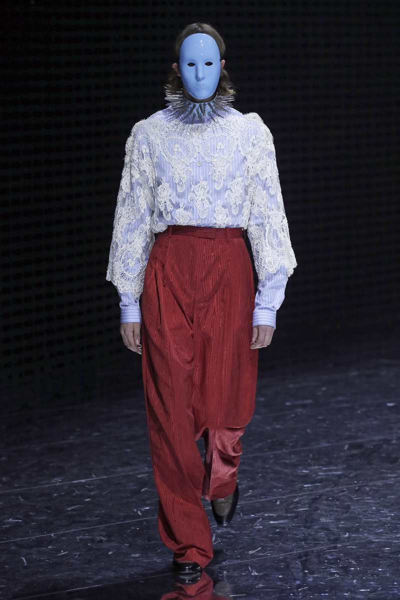 70eca7166a80 Style: Milan Fashion Week's Most Over-The-Top Runway Looks ...