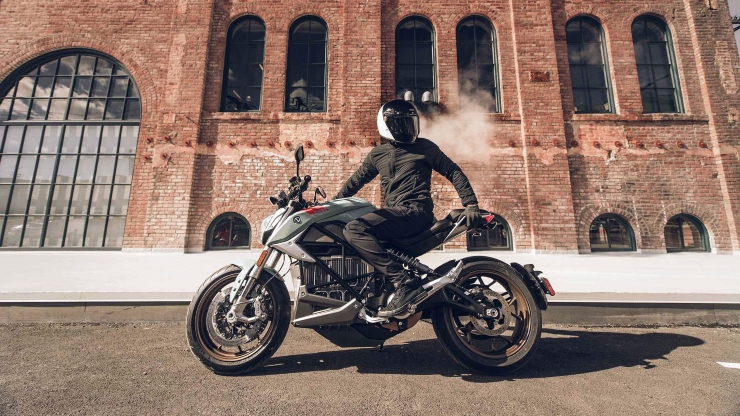 New Zero Motorcycles SR/F Specs Leave Harley-Davidson In The Dust