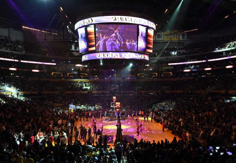 Watch: Lakers fan nails half-court shot for a cool $100,000