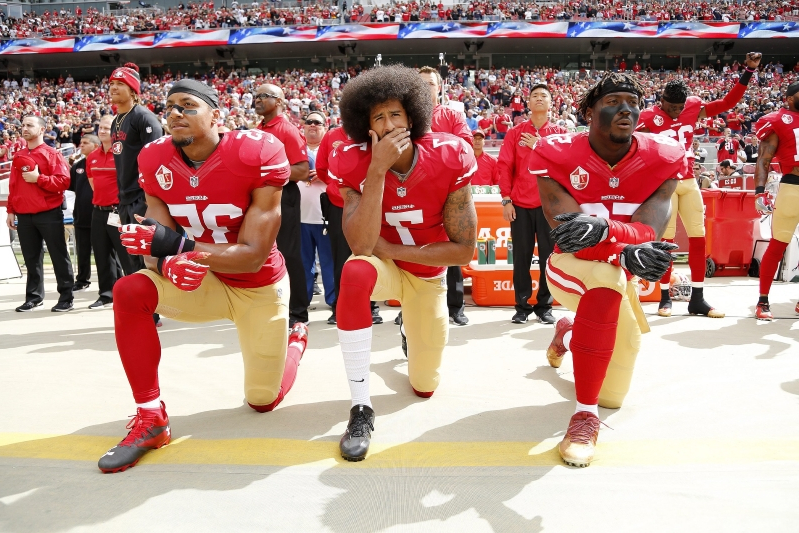 US: Florida Teacher Cries as She's Forced to Remove Colin Kaepernick