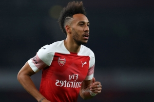 Aubameyang and Ozil on Arsenal bench for north London derby