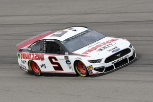 NASCAR at Las Vegas: Odds, prediction, sleepers, drivers to watch for Pennzoil Oil 400