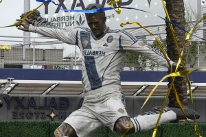 Galaxy unveil Beckham statue ahead of 2019 season opener