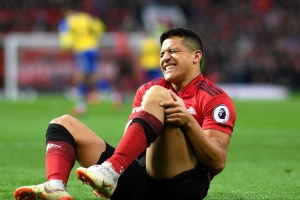 Report: Alexis Sanchez sidelined 6-8 weeks with knee injury