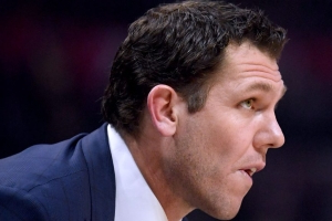 Report: Lakers expected to fire Walton after season