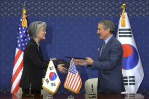 S. Korea, US sign deal on Seoul paying more for US military