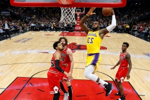 James scores 36 points in Lakers' 123-107 win over Bulls